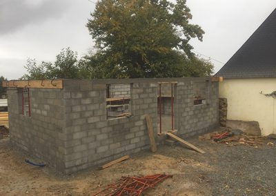 Construction of concrete blocks walls