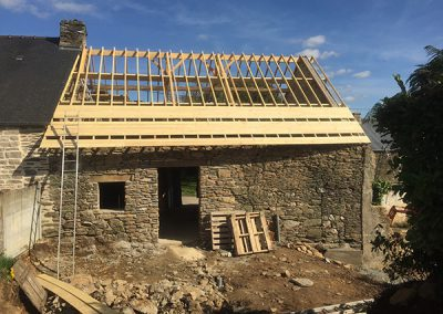 Roofing work on the timber frame
